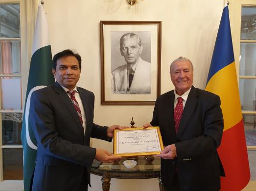 Ambassador (p) Savuica Awards IRSEA Honorary Membership to Ambassador of Pakistan to Romania, Dr. Zafar Iqbal